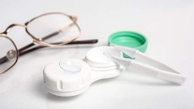 Офтальмолог Шилова объяснила опасность ношения глазных линз в жаркую погоду