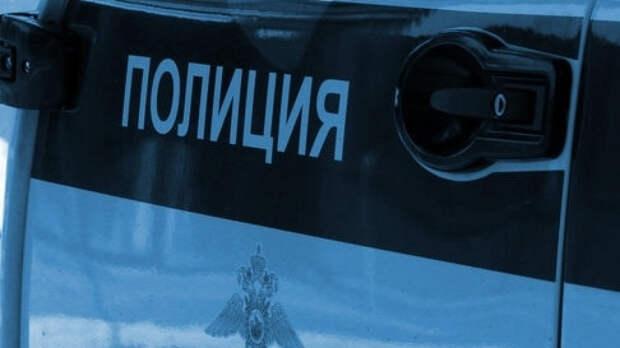 """Полиция Энгельса ищет голубоглазую женщину в """"золотой"""" обуви"""