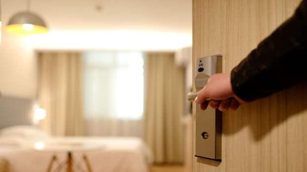 Труп с потемневшей головой нашли в номере петербургского отеля
