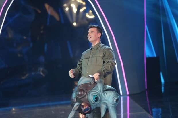 «Беги уже из «Иванушек», ты – сольный артист»: в шоу «Маска» открылся Носорог