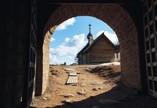 Открытые врата Староладожской крепости