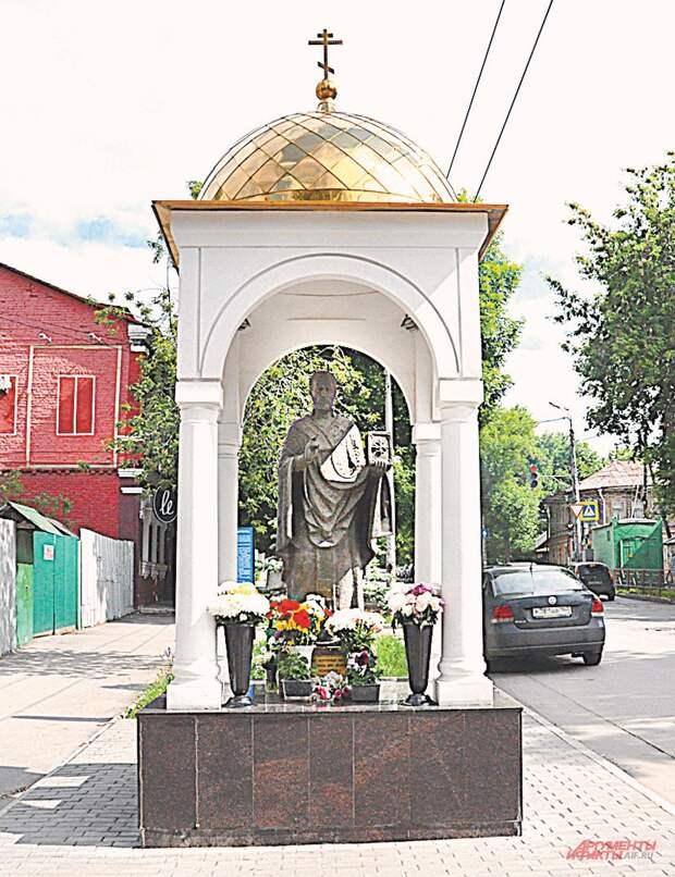 Памятник Николаю Чудотворцу - в память о громком чуде 1956 г.