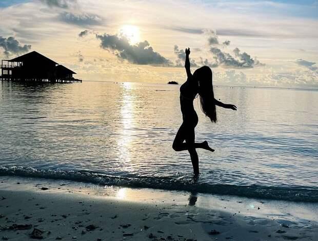Горячие русские фигуристки зажигают на пляжах. Сумасшедшие фотки Нугумановой, Туктамышевой и Степановой в бикини