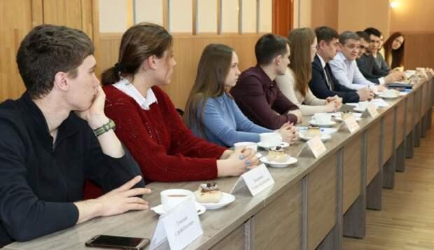 С восьмого класса в политике: в молодежный совет при Думе Уссурийска будут брать с 14 лет
