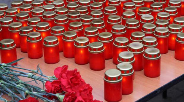 В школе в Беслане зажгли свечи в память о жертвах казанского стрелка