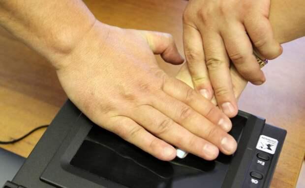 В МВД предложили хранить отпечатки пальцев россиян до 100-лет