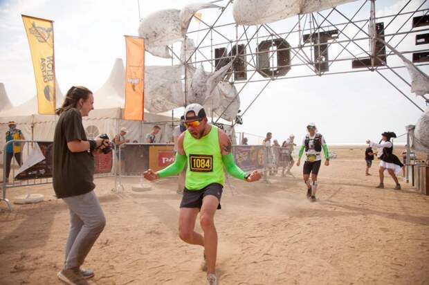 Спортсмен из Алтуфьева пробежал более 60 километров в пустыне на озере Эльтон
