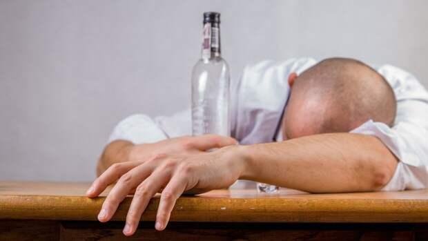 Врач Саванович рассказал о способах борьбы с алкогольным отравлением