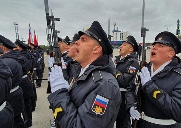 Воины-североморцы исполнили строевые песни во время репетиций военного парада