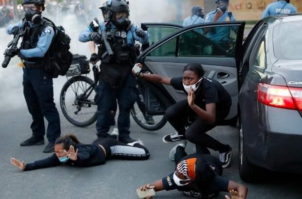 Американская демократия больше не может существовать без полиции