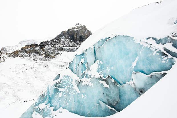 В оттаявших альпийских ледниках нашли древние артефакты