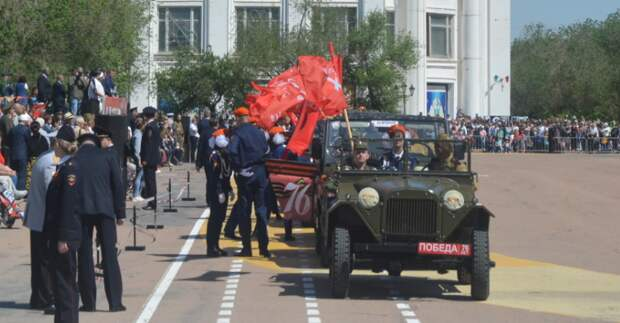 Правоохранители Казахстана и России в честь Дня Победы прошли маршем в Байконыре
