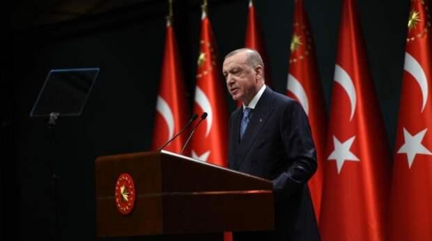 В Турции оправдали казус со стульями на встрече Эрдогана с лидерами ЕС