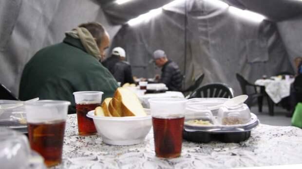 Немного тепла: кто помогает бездомным выжить зимой