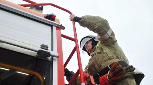 В Ульяновской области загорелись склад и пять домов