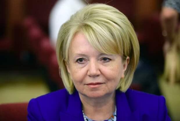Эмилия Слабунова предложила подарить Путину зеркало