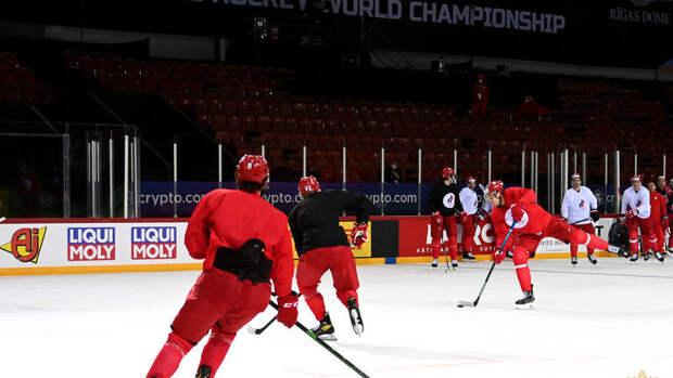 Российские хоккеисты провели первую ледовую тренировку нааренеЧМ