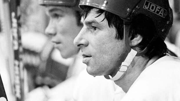 Знаменитый гол советского хоккеиста Харламова на Суперсерии-1974. Он был сбит с ног канадцем, но забил в падении