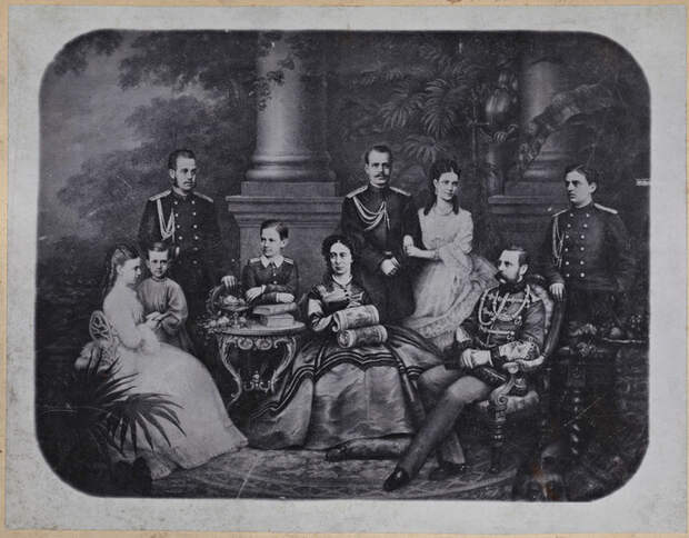 Император в кругу семьи.