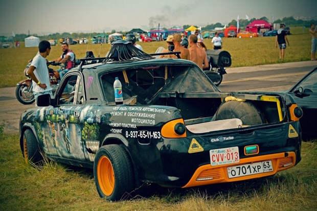 """ГАЗ-3110 """"Волга"""" превратили в яркий пикап с передней частью от Chevrolet Camaro"""