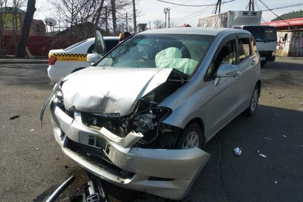 Две женщины нещадно разбили свои автомобили