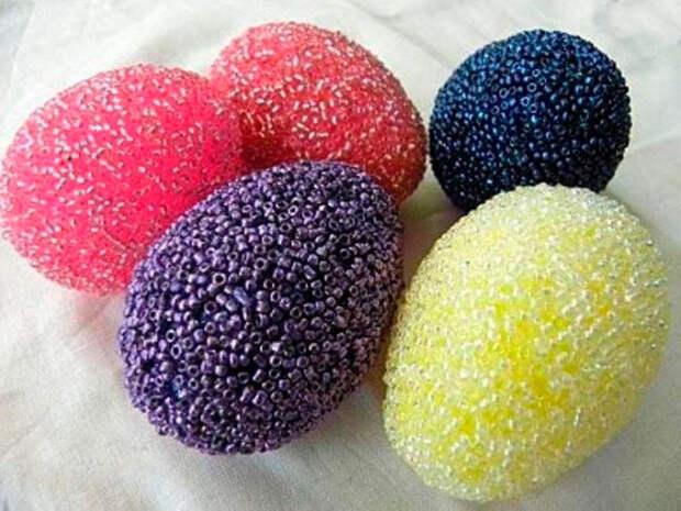 яйца в разноцветном бисере