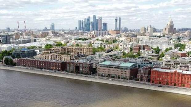 """An aerial view shows an embankment of the Moskva River, as the Moscow International Business Centre, also known as """"Moskva-City"""" is seen the background, in Moscow, Russia May 30, 2021. Picture taken with a drone. REUTERS/Lev Sergeev"""