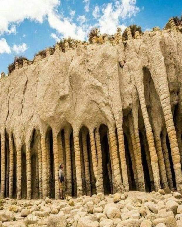 25. Каменные колонны озера Кроули, штат Калифорния