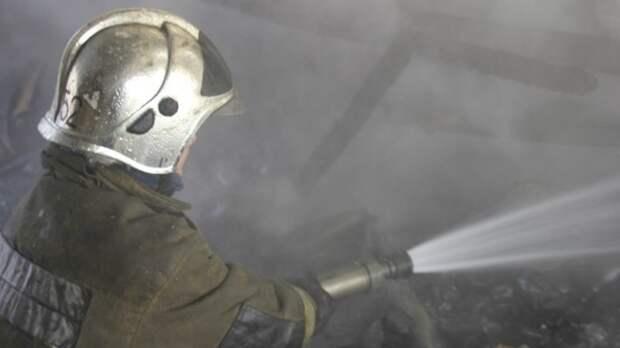 МЧС сообщило о пожаре в трехэтажном офисном здании на западе Москвы