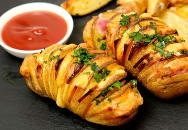 Два рецепта из обычной картошки: подаем как самостоятельное блюдо