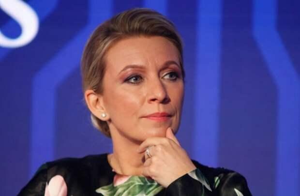 Захарова указала на два фактора «безумия» западных СМИ