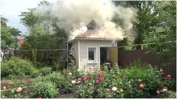 В Луганске на территории офтальмологического центра горело здание