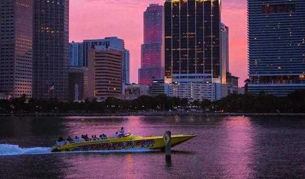 Доить Россию, жить в Майами: Политолог объяснил схему исчезновения русского человека через элиту