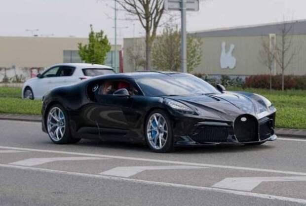 Самый дорогой Bugatti впервые заметили на дороге