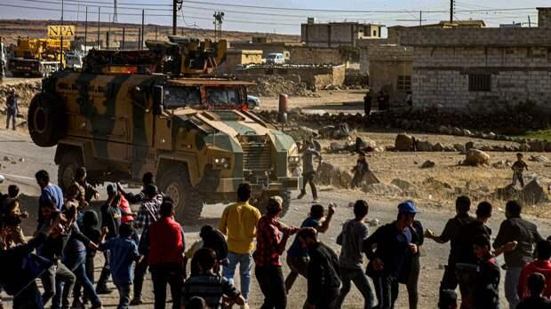 """Жители Сирии """"атаковали"""" американский патруль, используя палки и камни"""