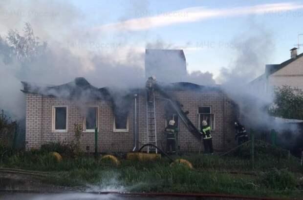 Два человека погибли при пожаре в Твери