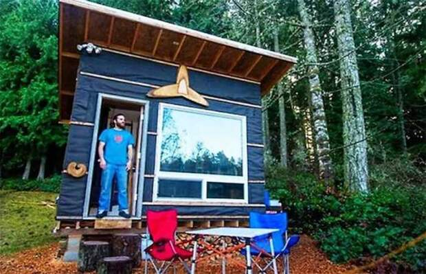 Скотт Брукс — владелец компактного жилища на строительство, которого потратил $500.   Фото: toptales.cc.