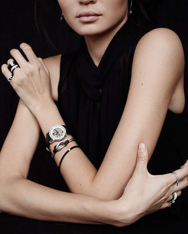 На какой руке носить браслет женщине: учимся правильно носить золотые и серебряные украшения на руке