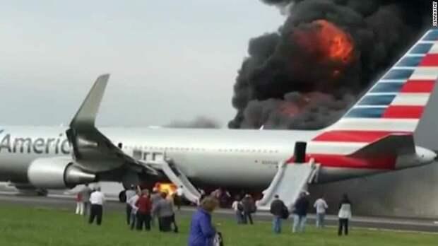 При пожаре в самолете у пассажиров есть на спасение 90 секунд