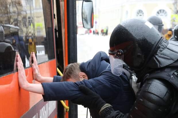 Семь участников несанкционированной акции оштрафовали в Нижнем Новгороде