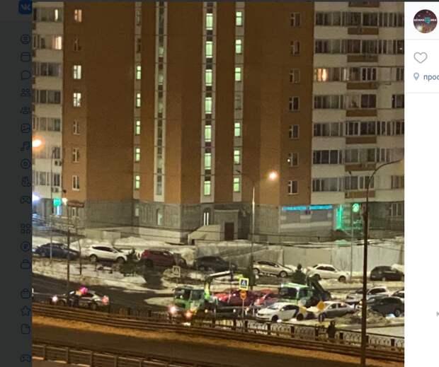 Эвакуаторы ночью проинспектировали улицу Льва Яшина