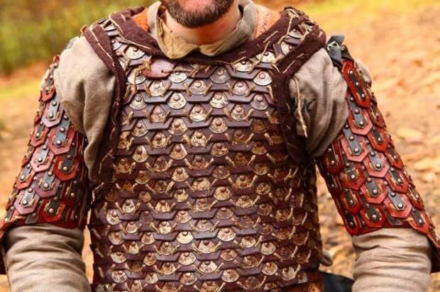 Кожа - отличный материал. |Фото: deviantart.com.