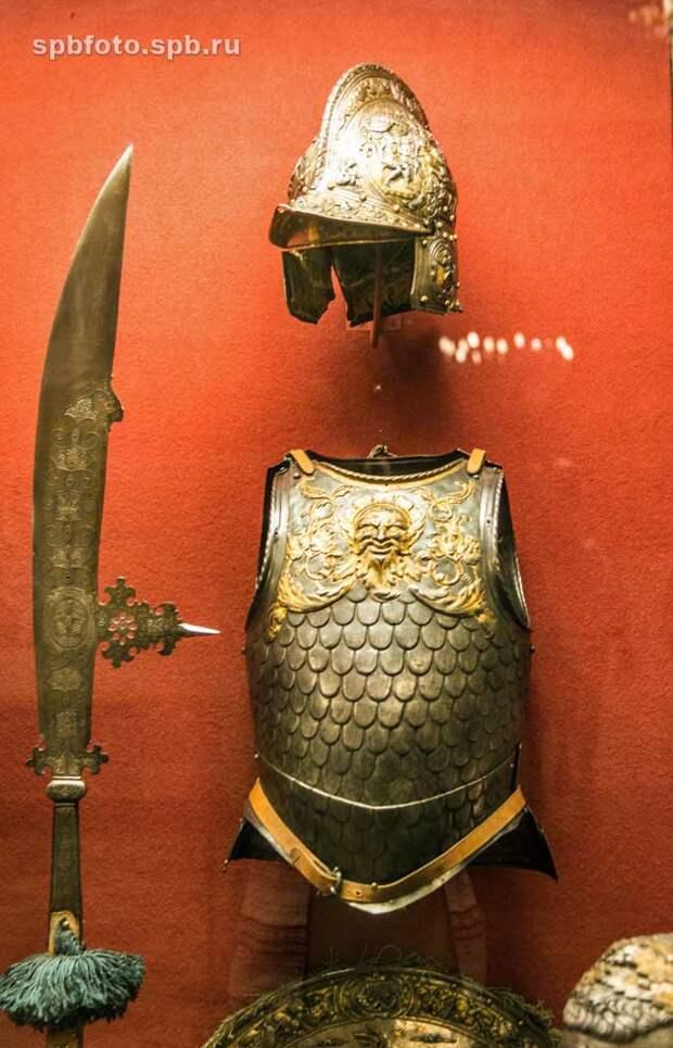 Экспонаты Рыцарского зала музея Эрмитаж, Санкт-Петербург.