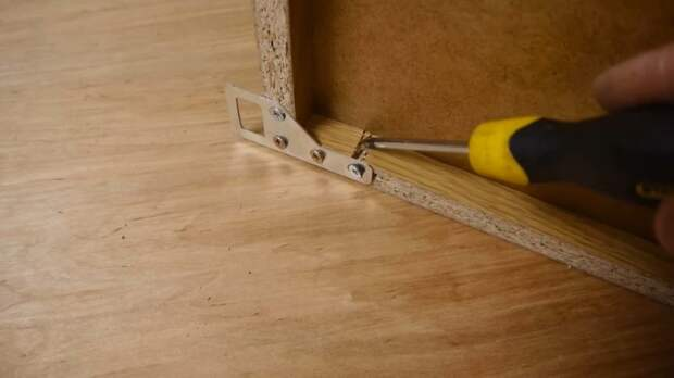 Когда упадет ваша кухня? Секреты мебельщика для правильного выбора мебельной фурнитуры