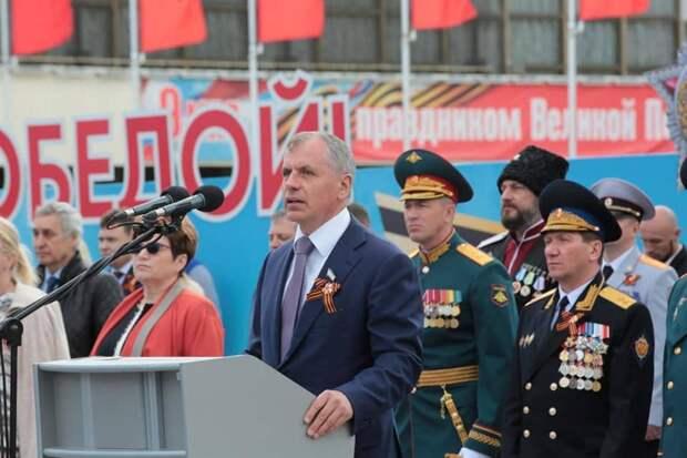 Более 1000 военнослужащих и 57 единиц техники.Как проходил Парад Победы в Симферополе