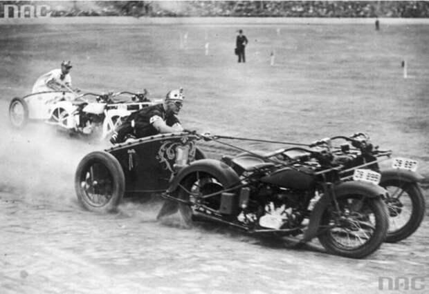 Гонки мотоколесниц на празднике полиции Нового Южного Уэльса в Австралии. 1936 г.