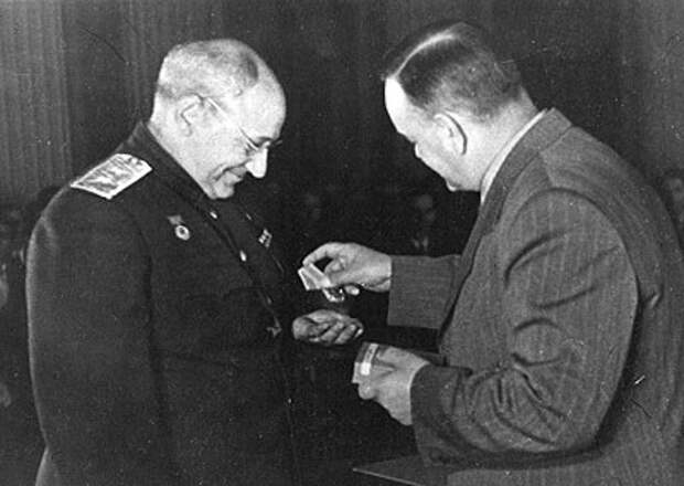 Награждение А.Н. Туполева орденом Ленина