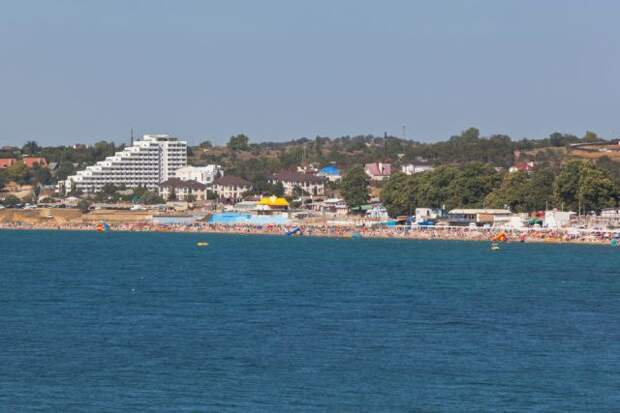 Роспотребнадзор оценил ситуацию с COVID-19 на курортах Крыма