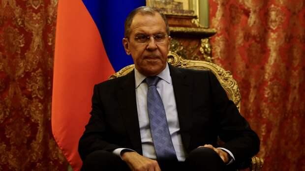 Повесить в кабинете каждого чиновника: Новые цитаты Лаврова о России предлагают писать на бумаге и вставлять в рамку