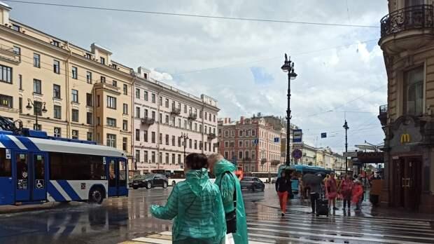 Короткий ливень прошел в Петербурге